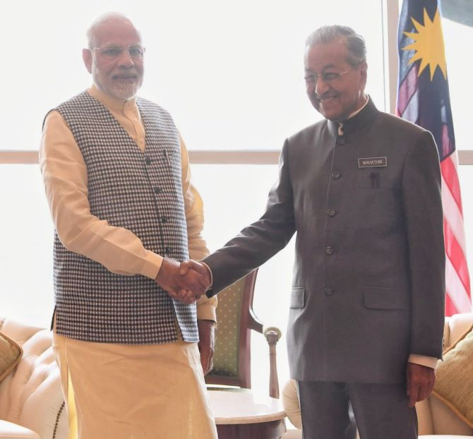India News - Latest World & Political News - Current News Headlines in India - Modi meets Malaysia's newly-elected PM, holds 'productive' discussions