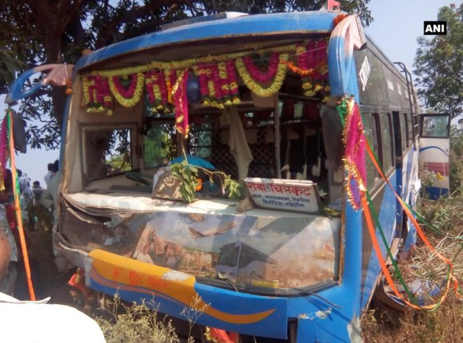 6 school children, driver killed in van-bus collision in MP