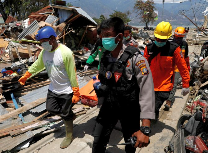 India News - Latest World & Political News - Current News Headlines in India - PHOTOS: Indonesia quake, tsunami toll jumps to 1,234