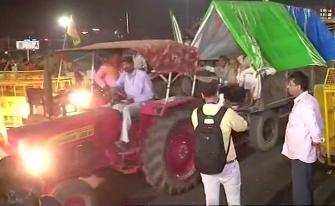 India News - Latest World & Political News - Current News Headlines in India - Farmers end protest after Delhi midnight march
