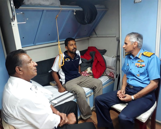 Abhilash Tomy meets Naval chief of Southern Naval Command