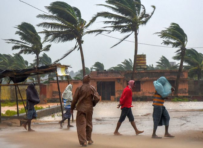 India News - Latest World & Political News - Current News Headlines in India - 9 dead as Cyclone Titli hits Andhra Pradesh, Odisha