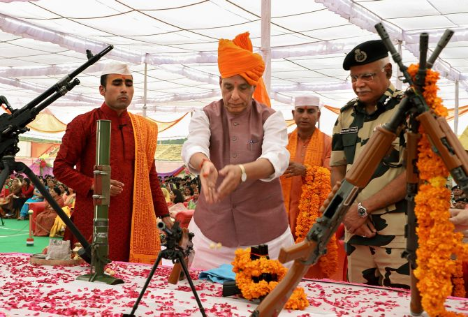 India News - Latest World & Political News - Current News Headlines in India - Rajnath celebrates Dussehra with BSF jawans, performs 'shastra puja'