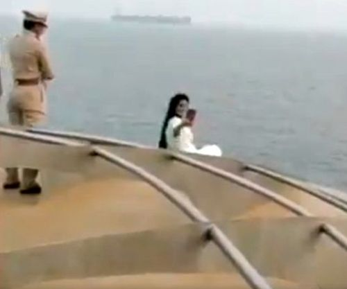 India News - Latest World & Political News - Current News Headlines in India - VIDEO: Maha CM's wife ignores safety warning to take selfie on cruise