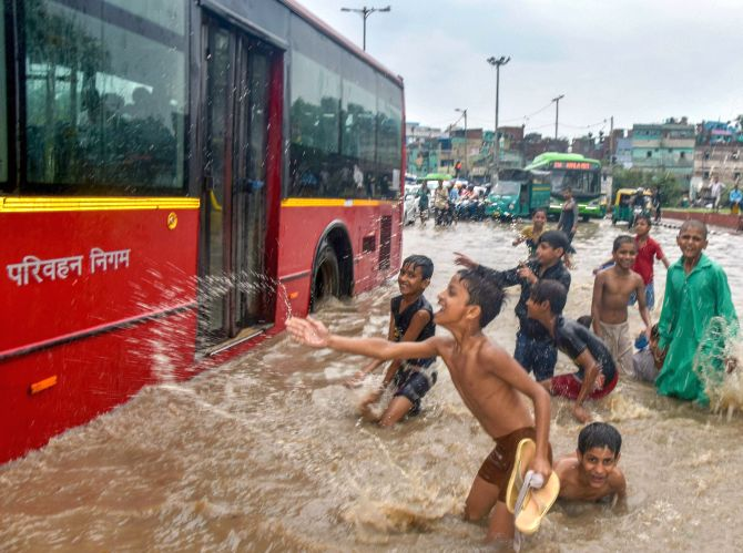 India News - Latest World & Political News - Current News Headlines in India - Delhi rains continue their streak, waterlogging hits traffic