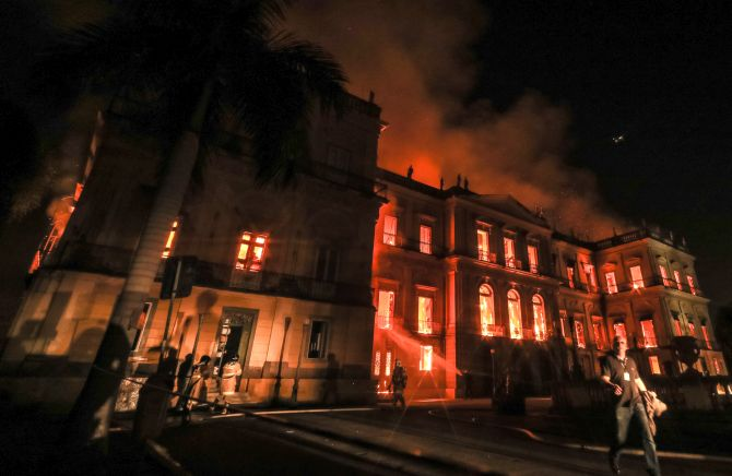 India News - Latest World & Political News - Current News Headlines in India - PHOTOS: Brazil's 200-yr-old museum gutted in huge fire