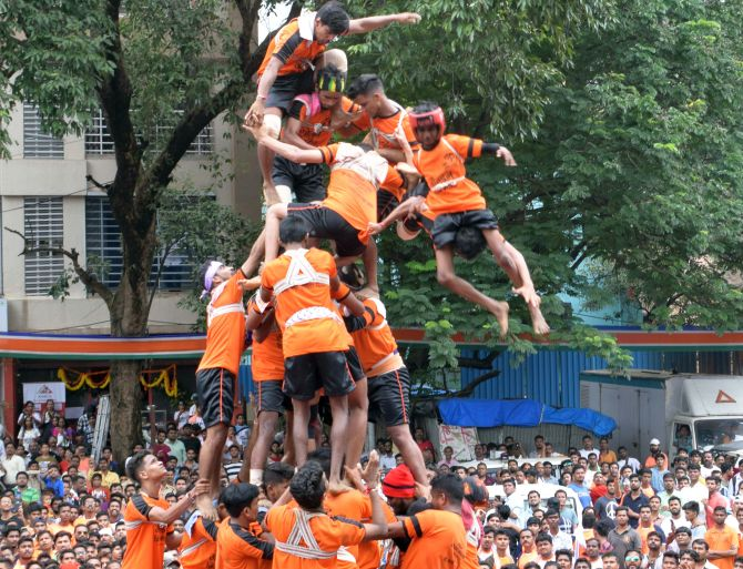 India News - Latest World & Political News - Current News Headlines in India - 1 dead, 150 injured in dahi handi celebrations in Mumbai