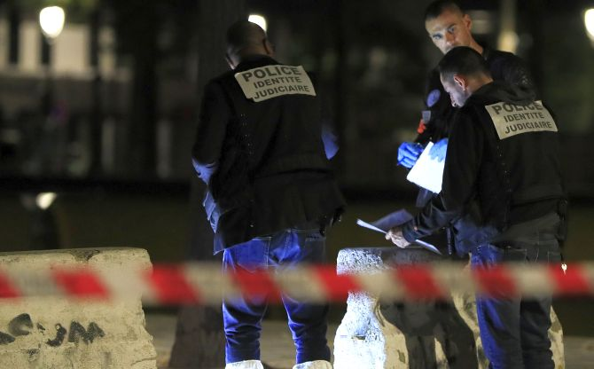 India News - Latest World & Political News - Current News Headlines in India - 7 injured in Paris knife attack, man arrested