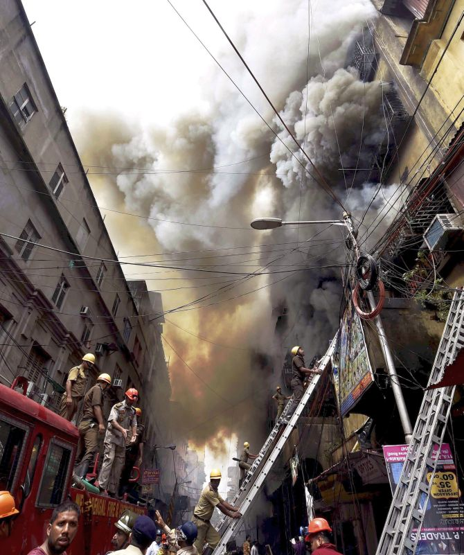 India News - Latest World & Political News - Current News Headlines in India - Fire ravages Bagree Market in Kolkata's commercial hub