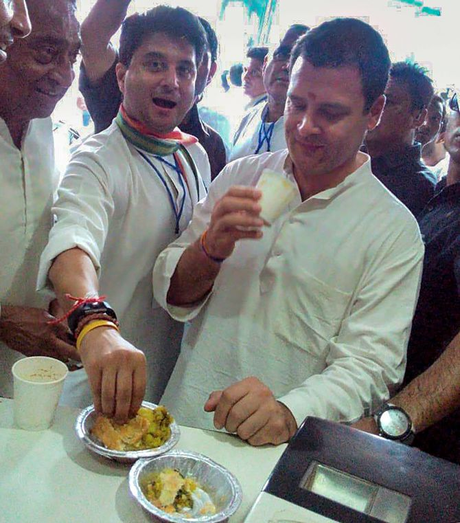 India News - Latest World & Political News - Current News Headlines in India - 15-km road show, selfies and chai: Rahul sounds poll bugle in MP