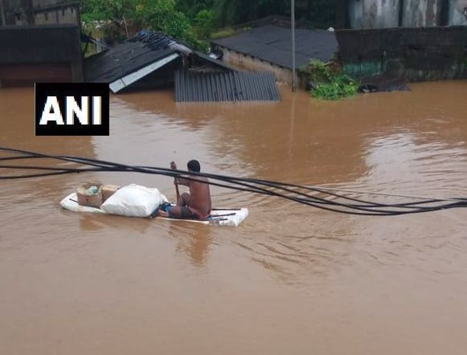 India News - Latest World & Political News - Current News Headlines in India - Cyclone Daye hits Odisha coast, triggers heavy downpour