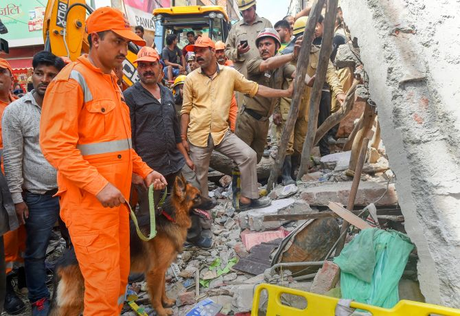 India News - Latest World & Political News - Current News Headlines in India - Delhi: 4 children, 2 women killed in building collapse