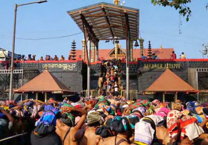 Rush of pilgrims in Sabarimala, 2 women sent back