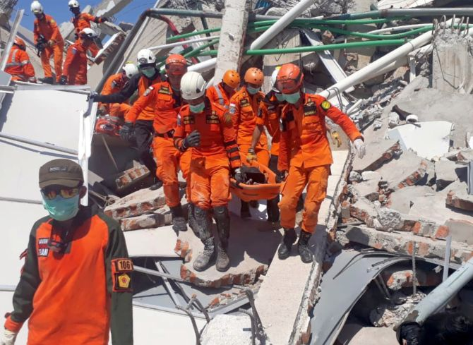 India News - Latest World & Political News - Current News Headlines in India - 832 killed in Indonesia quake, tsunami; toll could rise to 'thousands'