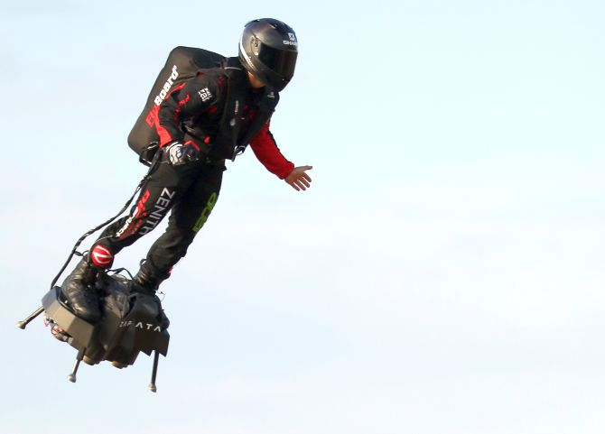 How Much Is A Hoverboard >> French daredevil crosses English Channel on hoverboard ...