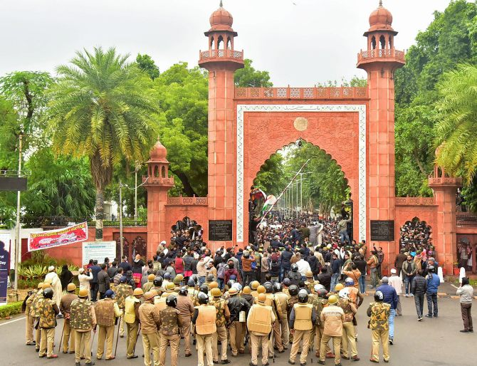21 held after clashes between AMU students, police