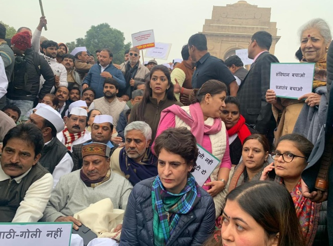 Priyanka leads Congress protest over Jamia incident