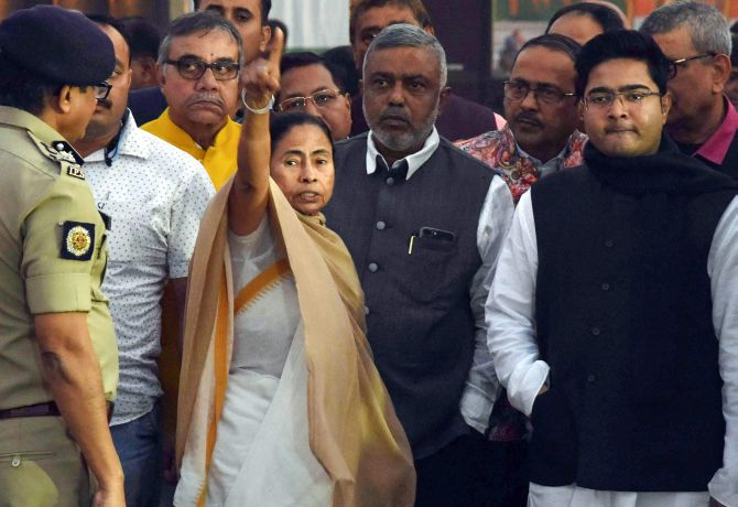Stage set for Mamata's mega Opposition rally