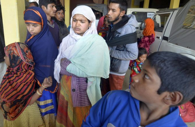 31 Rohingyas stranded on Indo-Bangla border handed over to cops
