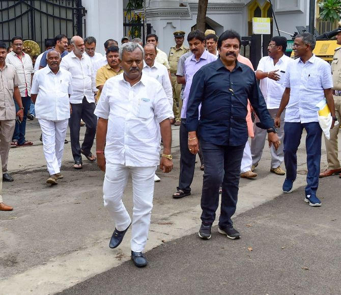 Cong moves SC against its order on rebel K'taka MLAs