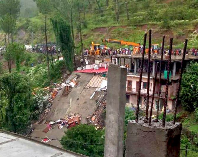 13 armymen killed after building collapse's in HP