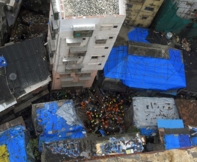 Building crash: Narrow lanes, crowds impede rescue ops