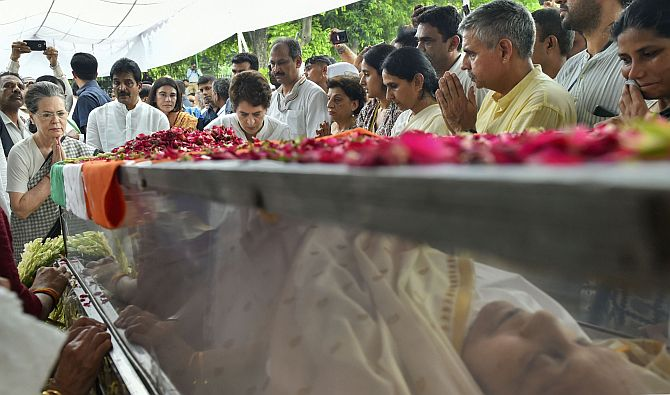 Sheila Dikshit's body brought to Congress office