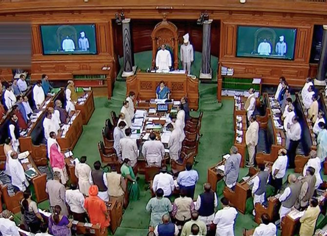 LS passes amendment to RTI Act, Oppn slams govt