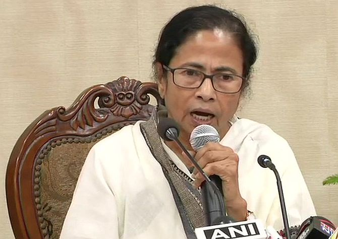 Mamata blinks first, accepts all demands of doctors