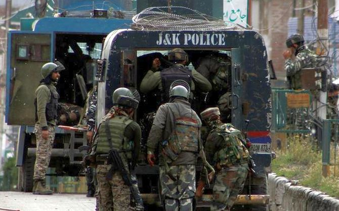 7 hurt in grenade attack near police station in J-K
