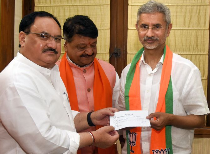 BJP fields Jaishankar from Guj after he joins party