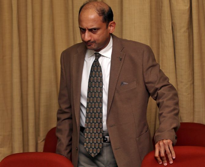 Viral Acharya and 7 economists who quit