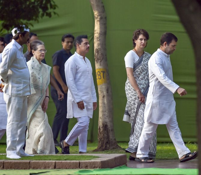 Rahul, Priyanka, PM pay tributes to Rajiv Gandhi