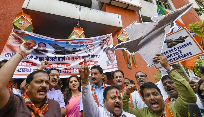 BJP stages 'Rahul must apologise' protests over Rafale