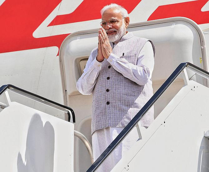 Modi's simple gesture at Houston wins Twitter's heart