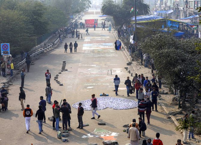 Hardship for students: Cops to Shaheen Bagh protesters