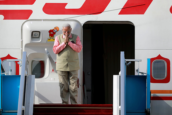 'Modi is selling Air India at a deep discount'