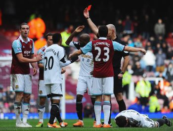 Carroll controversially sent off as West Ham thump Swansea