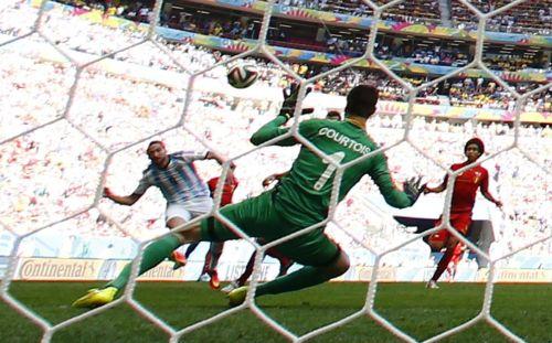 Argentina's Gonzalo Higuain (L) fails to score against Belgium