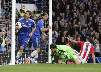 Chelsea go top with Stoke win, City thump Saints