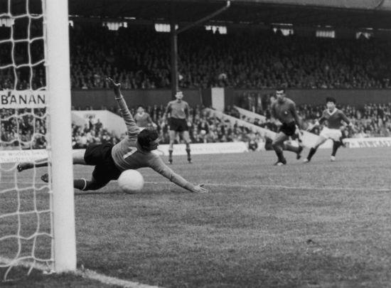 Italian goalkeeper Enrico Albertosi fails to save a shot from North Korean forward Pak Doo Ik (right)