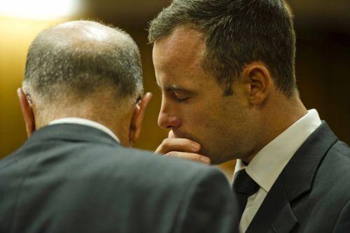 Oscar Pistorius speaking with Arnold Pistorius at the Pretoria High Court