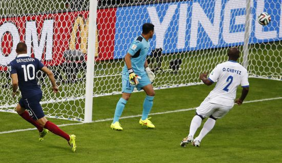 Goalkeeper Noel Valladares of Honduras and teammate Osman Chavez watch as France's Karim Benzema (No 10) scores