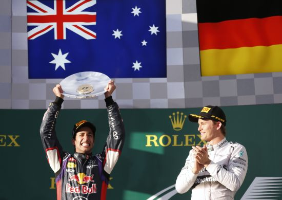 Winner Mercedes Formula One driver Nico Rosberg of Germany (R) applauds as second-placed Red Bull Formula One driver Daniel Ricciardo of Australia