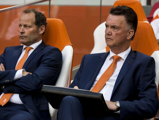 Louis van Gaal (R) and assistant coach Danny Blind