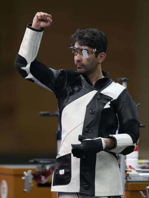 India's Abhinav Bindra celebrates winning the men's 10m air rifle shooting event at Barry Buddon shooting centre