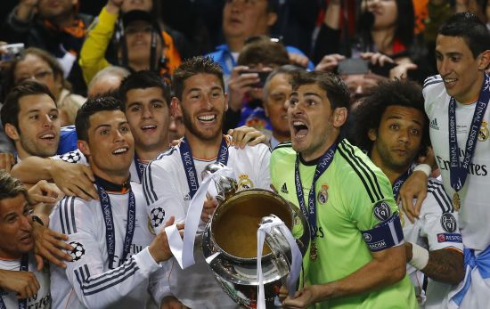Iker Casillas lifts the Champions League trophy