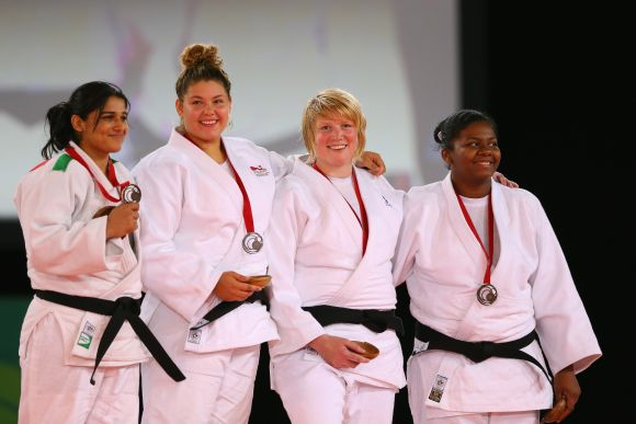 (L-R) Bronze Rajwinder Kaur of India, Silver medalist Jodie Myers of England, Gold medalist Sarah Adlington of Scotland and bronze medalist Annabelle Laprovidence of Mauritius the podium during the medal ceremony