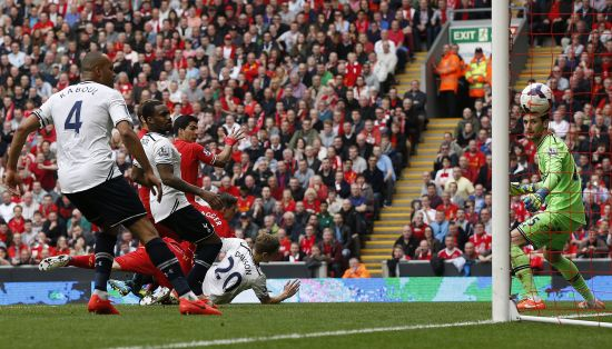 Tottenham Hotspur's Hugo Lloris (R) watches as Liverpool's Jordan Henderson (unseen) scores from a free kick