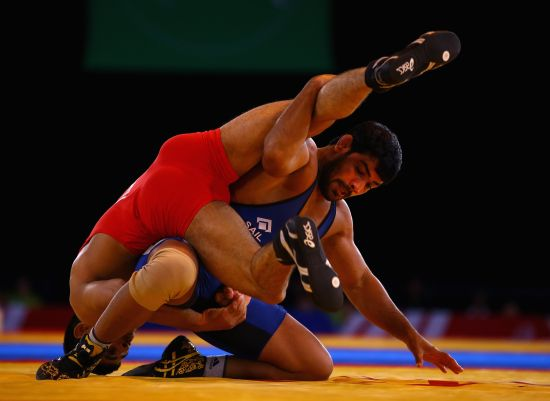 Sushil Kumar of India (blue) on his way to beating Qamar Abbas of Pakistan in the 74kg Freestyle Wrestling Gold medal match